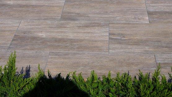 terrassenplatten holzoptik verlegen. Black Bedroom Furniture Sets. Home Design Ideas